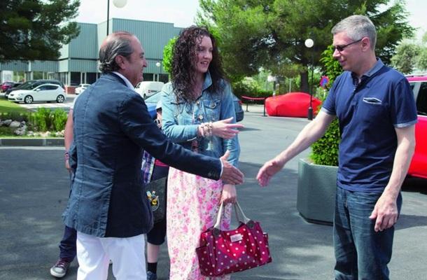 SEAT seguridad Mario Hurtado recibe a Nikki Jeffreys y su familia