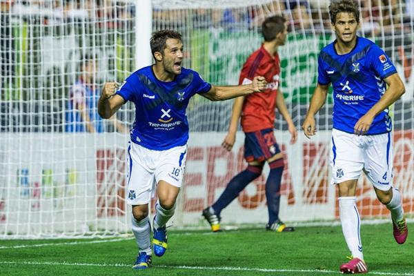 Aitor Sanz celebra el tanto logrado en Pamplona. / D. FERNÁNDEZ