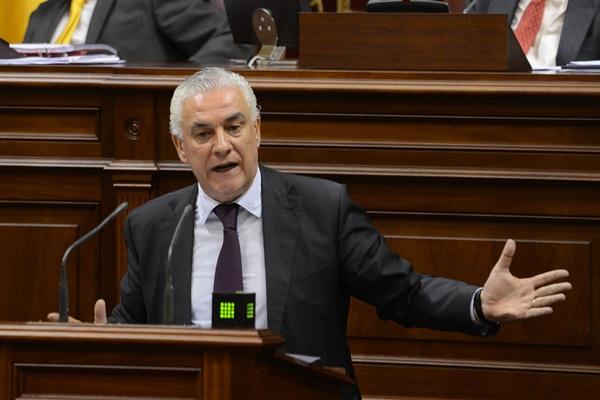 El consejero regional, Juan Ramón Hernández, dio cuenta ayer de las conclusiones del ICCA.  / SERGIO MÉNDEZ