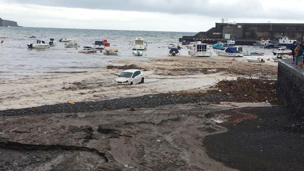 Así estaba la costa de Playa San Juan tras las precipitaciones caídas. | DA