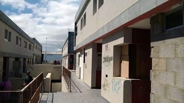 Uno de los edificios habitado por okupas, en San Isidro. / NORCHI