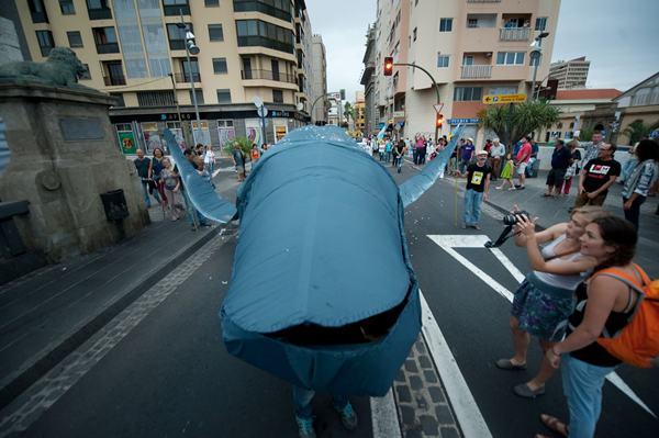 Manifestación contra las prospecciones petrolíferas, ayer en Santa Cruz de Tenerife. / F. P.