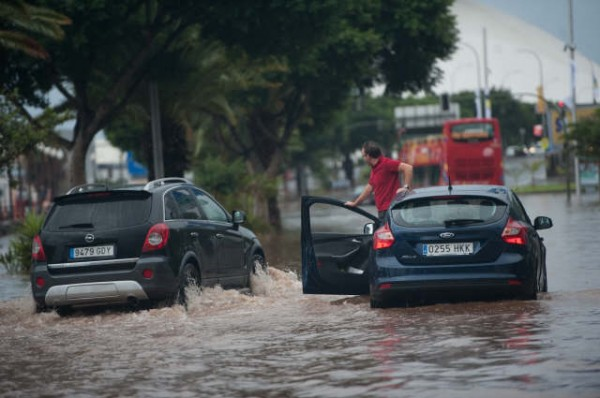 Estado de la avenida de Anaga, totalmente inundada. | FRAN PALLERO