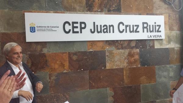El CEIP Vera cambia su nombre a Juan Cruz Ruiz, en homenaje al escritor y periodista del Puerto de la Cruz. / DA