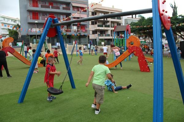 Adeje cuenta nada menos que con 34 zonas o parques infantiles por todo el municipio. / DA