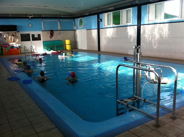 La piscina cumple las funciones de ocio y, sobre todo, de rehabilitación para los usuarios del centro. / NORCHI
