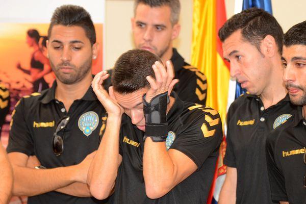 Algunos miembros de la plantilla no pudieron evitar las lágrimas en la comparecencia de prensa. / S. M.