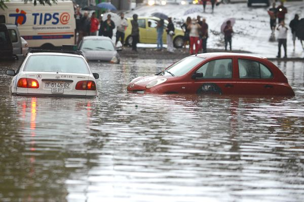 Con el seguro a terceros no basta en el caso de los vehículos. / SERGIO MÉNDEZ