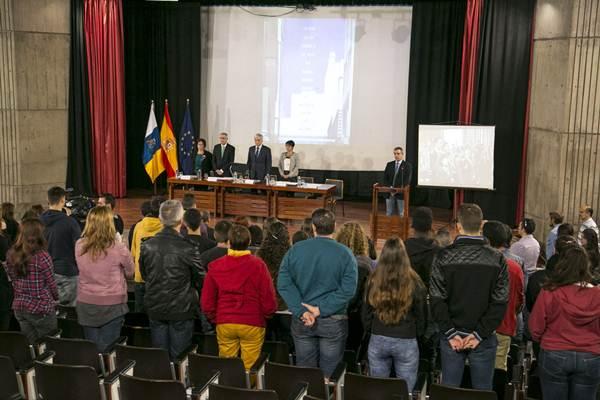 Acto institucional en el IES La Laboral. | DA