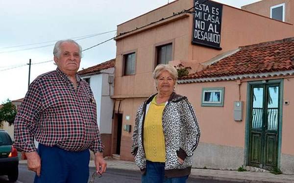 Antonio Méndez y Berta Ferreiro, antes de ser desalojados de su casa, el pasado 19 de septiembre. | M. PÉREZ