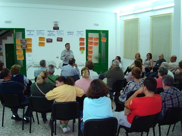 Domingo Ramos, en la mesa comunitaria de Araya. / DA