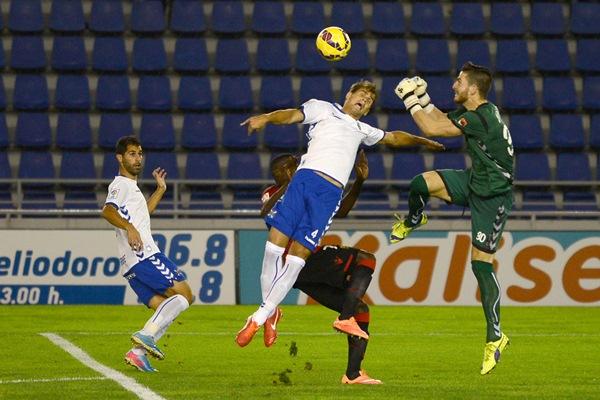 El meta Carlos ha sido de los últimos canteranos en debutar con el primer equipo. / FRAN PALLERO
