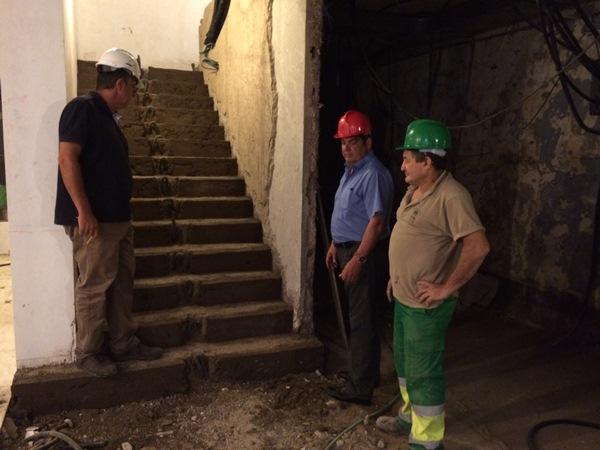 El alcalde, Ignacio Rodríguez, durante una visita a los trabajos. / DA