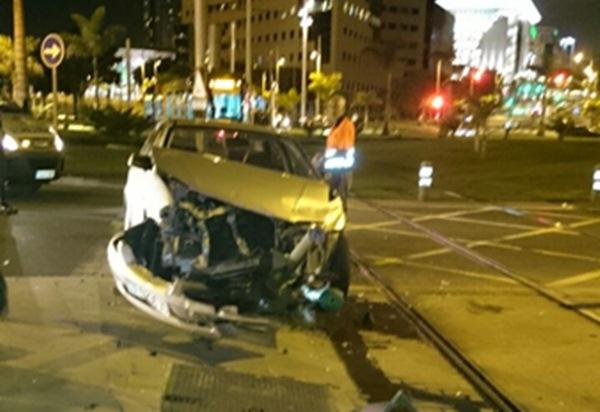 Los dos pasajeros del vehículo han resultado heridos tras la colisión. / P.M.