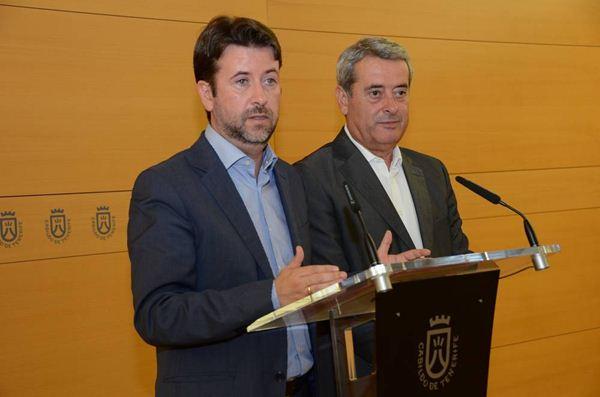 Carlos Alonso y Aurelio Abreu dieron a conocer ayer la oferta de la Corporación insular. | DA