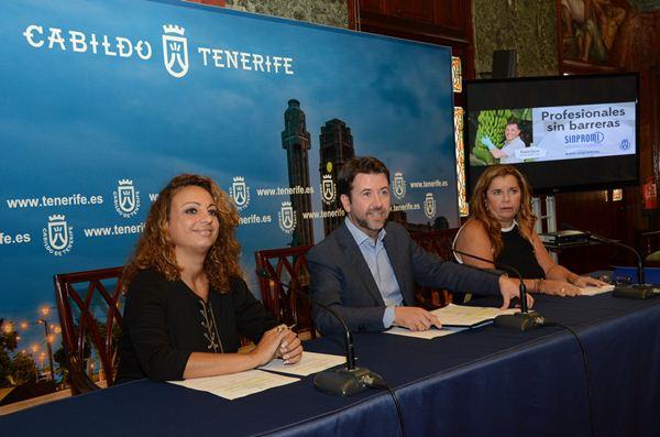 Cristina Valido, Carlos Alonso y Carmen Rosa García Montenegro, ayer en rueda de prensa. | DA