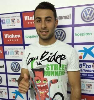 El jugador de Ravelo, feliz ayer en la sala de prensa de El Mundialito.   DA