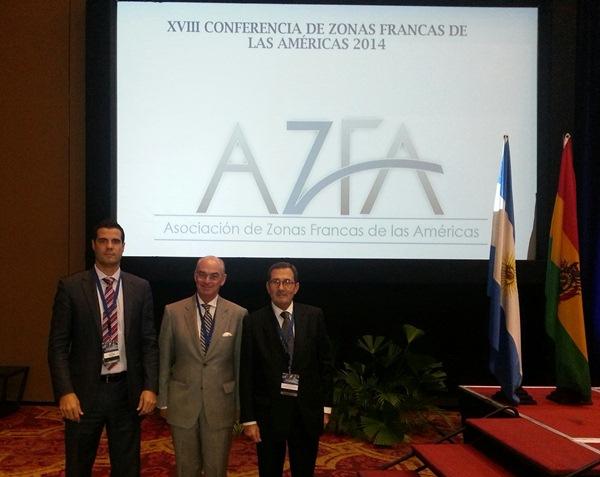 Gustavo González de la Vega (izq.), en la charla de las zonas francas. / DA