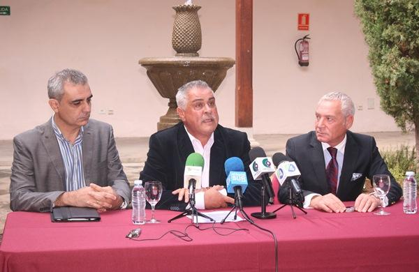 Rodríguez Bello, González Cejas y Delgado presentaron el foro sobre la Plataforma Logística. / DA