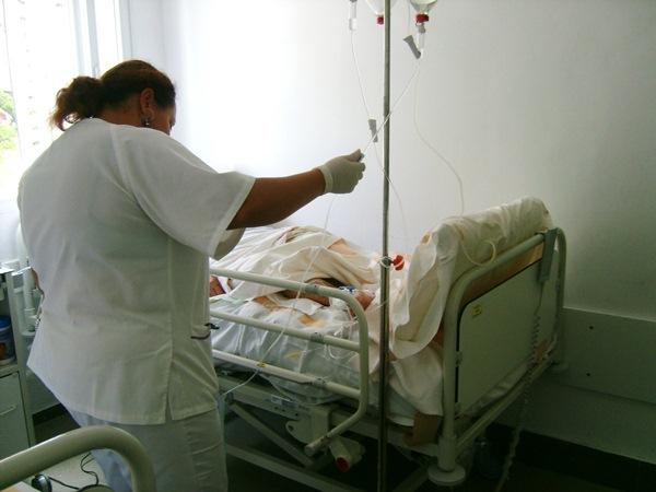 El colectivo de enfermeros es uno de los más perjudicados por la crisis económica y los recortes. / DA