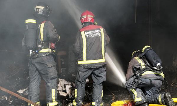 Controlado el incendio de una nave industrial en el Polígono de El Mayorazgo