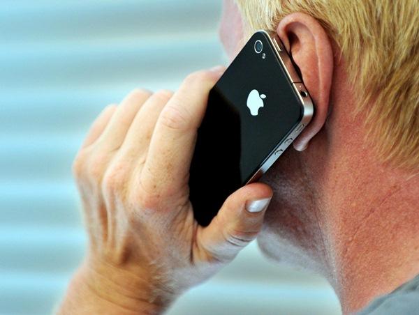La telefonía ocupa el primer lugar entre los motivos de queja. / DA