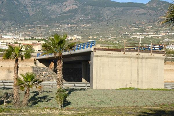 El objetivo es adecentar los espacios verdes adyacentes a las autopistas, que estaban deteriorados. / S.M.