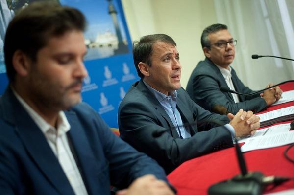José Ángel Martín, José Manuel Bermúdez y Dámaso Arteaga, ayer en rueda de prensa. / FRAN PALLERO