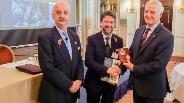 Londres-Circuito del Motor-Presidente Real Automóvil Club de Inglaterra Carlos Alonso Eduardo Pintado