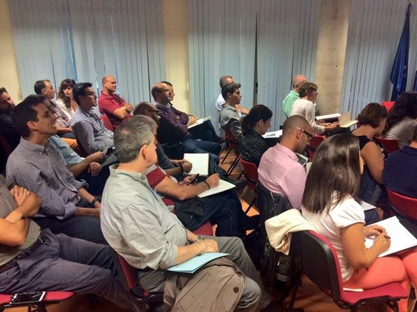 Muchos asistentes en las jornadas donde se explicaron las oportunidades de Marruecos. / DA