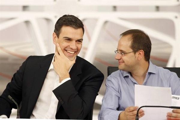 Pedro Sánchez y César Luena, durante una reunión de la Ejecutiva Federal del PSOE. / epPedro Sánchez y César Luena, durante una reunión de la Ejecutiva Federal del PSOE. / EP