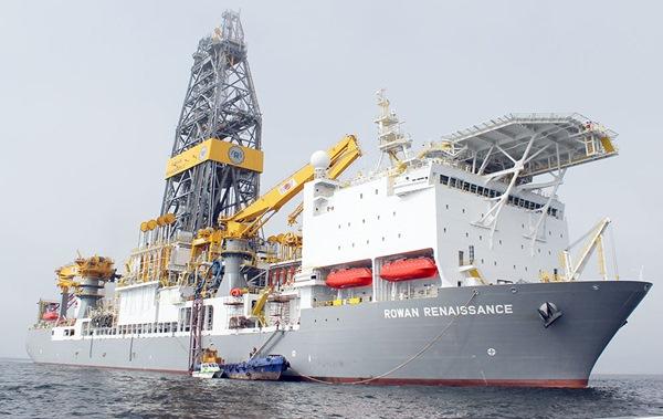 El Rowan Renaissance es el barco que Repsol utiliza para sus sondeos petrolíferos cerca de Canarias. / DA