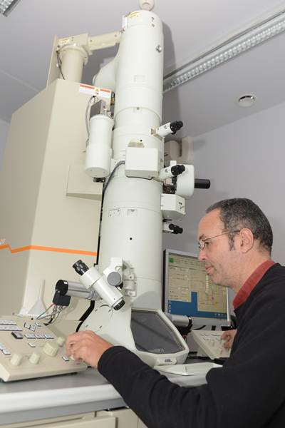 José Luis Rodríguez Marrero, responsable de Microscopia. | S. M.
