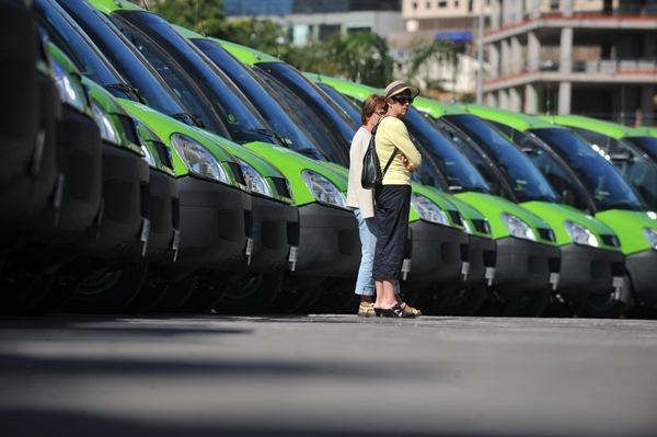 La última compra de vehículos que se llevó a cabo por TITSA fue en el año 2011. / FRAN PALLERO