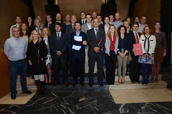 Los representantes de todas las empresas implicadas se reunieron ayer en el Palacio Insular para constituir el nuevo ente.   DA
