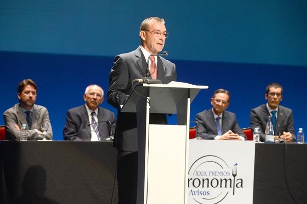 Rivero pronuncia el discurso bajo la atenta mirada de Alonso, Bacallado, Castro y Santos. | SERGIO MÉNDEZ