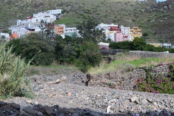 Estado en el que se encuentra el barranco a su paso por el barrio. | S. M.