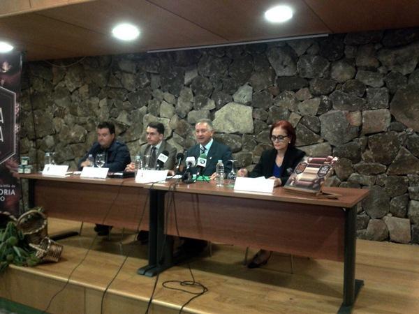 Román Afonso, José Joaquín Bethencourt, Haroldo Martín y Nélida Rancel, ayer durante la presentación. / DA