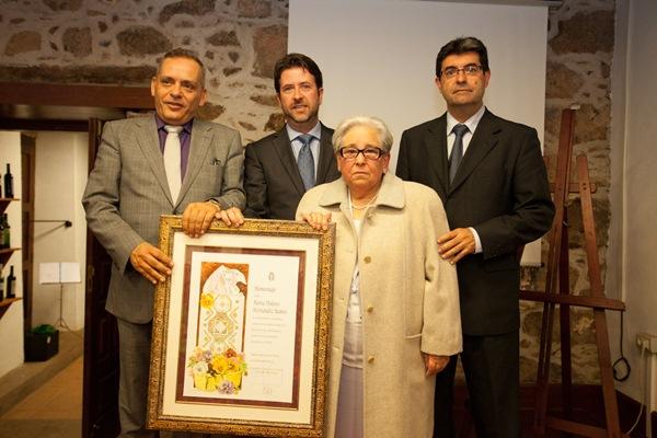 María Dolores recibió el reconocimiento el pasado viernes con motivo del Día de la Artesanía . / DA