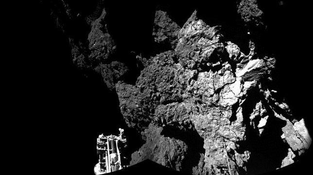 Philae, fijada al cometa 67P, envía una fotografía desde la superficie