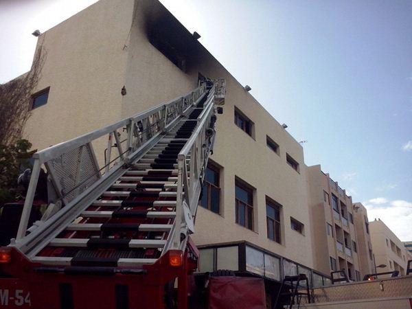 Las llamas afectaron a la parte alta del edificio. | SERGIO MÉNDEZ