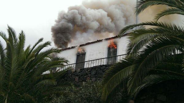 Imagen del incendio en La Montaña, Los Realejos. / DA
