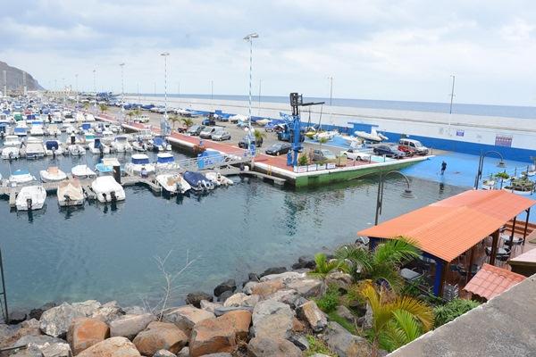 La bocana de la Marina Tenerife es una excelente salida para la vela ligera. / SERGIO MÉNDEZ