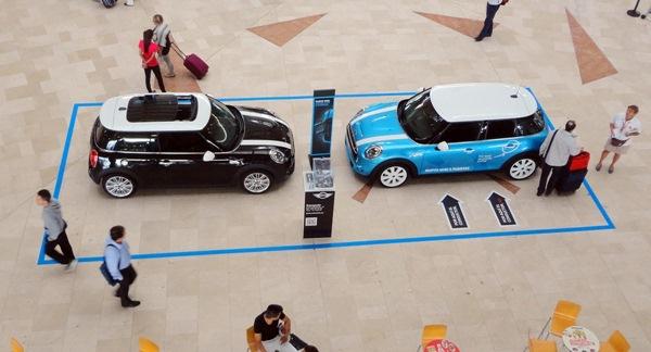 Canaauto distribuidor oficial de Mini en Tenerife ha instalado un stand en en el aeropuerto de Los Rodeos, donde podrás ver todas las ventajas del Mini 5 puertas. / DA