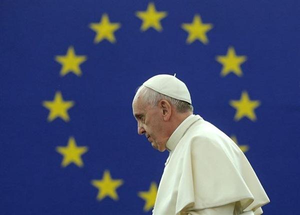 El Papa Francisco momentos antes de su primera intervención en la Eurocámara. / REUTERS