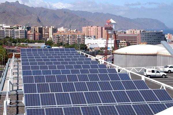La subvención la recibirían los establecimientos que instalaran paneles solares para autoconsumo. / S. M.