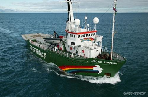 El Arctic Sunrise espera en el puerto de Lanzarote poder zarpar hacia Valencia. / GREENPEACE
