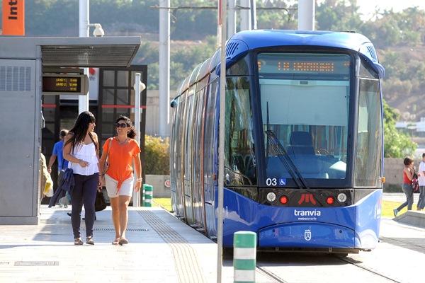 La investigación se inició tras detectar la compra de 392 bonos del tranvía en un corto espacio de tiempo. | DA