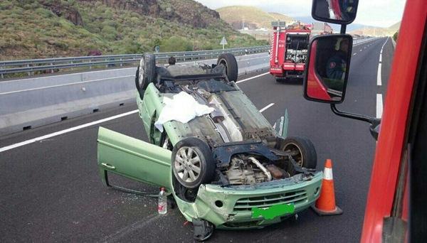 El accidente ha provocado grandes retenciones en la autopista / DA