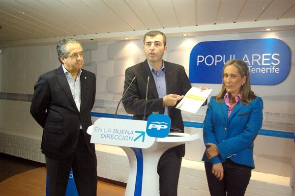 Antonio Alarcó, Manuel Domínguez y Mayte Pulido, ayer durante la rueda de prensa. / DA